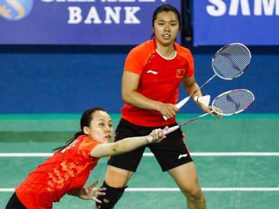 白いグリップテープの中国人選手ペア